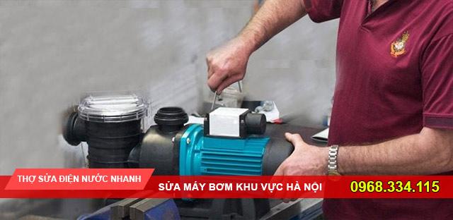 Thợ sửa máy bơm của dịch vụ sửa chữa điện nước 115